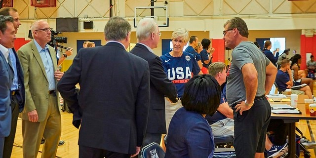 Secretary Price speaks with USA Basketball Women's National Team Director Carol Callan and Women's Head Coach Geno Auriemma