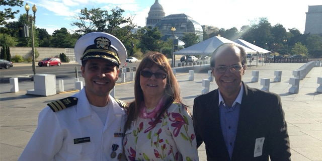 Guillermo Avilés-Mendoza takes a photo with his parents in front of the U.S. Capitol.