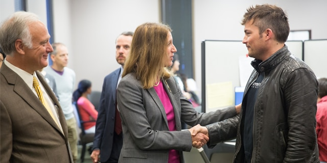 John Pointer meets HHS Secretary Burwell during a visit to the Health Alliance for Austin Musicians (HAAM) at Foundation Communities in Austin, Texas on December 13, 2015.